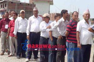 सुनसरीका निजामति कर्मचारी मत खसाल्दै