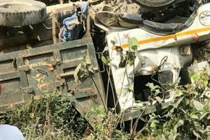 टिपर दुर्घटनामा चालकसहित दुईको मृत्यु