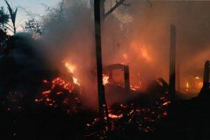 पश्चिम कुशाहामा आगलागी हुँदा १८ लाख बढीको क्षति