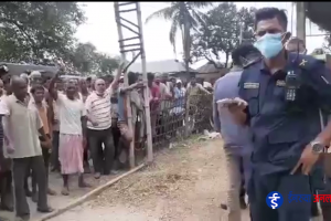 भाेक्राहामा प्रहरीकाे सर्च, स्थानीयकाे नाराबाजी (भिडियो)