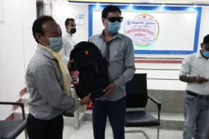 नेपाल प्रेस युनियन इनरुवाले गर्यो ब्याग तथा मास्क वितरण